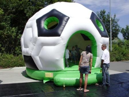 Fussball-Hüpfburg mieten
